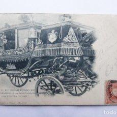 Postales: POSTAL MADRID - EL REY DON ALFONSO XIII DIRIGIENDOSE A LA APERTURA DE LAS CORTES - CIRCULADA 1902. Lote 110037783
