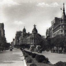 Postales: MADRID. CALLE DE ALCALA Y EL FENIX. EDITADA POR DOMINGUEZ. AUTOBUSES DE DOS PISOS. Lote 111509559