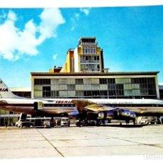 Postales: ANTIGUA POSTAL - MADRID,AEROPUERTO DE BARAJAS, DOUGLAS DC-8 JET DE LA FLOTA DE IBERIA/ESCUDO DE ORO. Lote 118706519