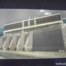 Postais: JML POSTAL COLOREADA PUERTO DE NAVACERRADA ALBERGUE JUVENIL DE FRANCO D.L.M. 5685-1960 POSTAL MADRID. Lote 124403823