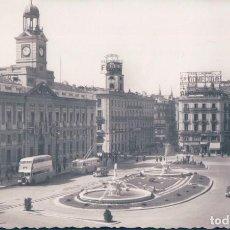 Postales: POSTAL MADRID - PUERTA DEL SOL - COCHES DE EPOCA. Lote 128961015