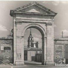 Postales: POSTAL ALCALA DE HENARES PUERTA DE MADRID ED. VISTABELLA. Lote 132838354