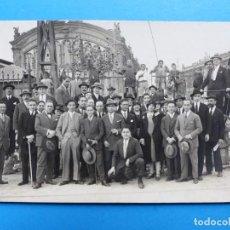 Postales: GRUPO DE GENTE EN ESTACION DEL TREN, POSTAL FOTOGRAFICA - DESCONOZCO DONDE ES. Lote 139502410