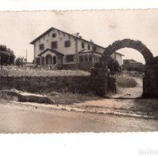 Postales: LOS MOLINOS Y SU PISCINA - ED.ARRIBAS. Lote 140881182