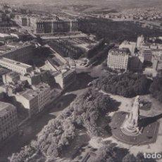 Postales: MADRID - LA PLAZA DE ESPAÑA Y PALACIO DE ORIENTE. Lote 147951238