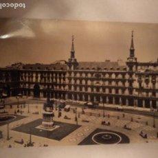 Postales: POSTAL 48 MADRID PLAZA MAYOR DOMINGUEZ FOTO CABALLERO ESPAÑA 1960. Lote 150172514