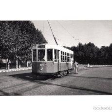 Postales: MADRID.- TRANVÍA. 1955. ESTACIÓN DEL NORTE. FOTOGRAFÍA TAMAÑO POSTAL. Lote 154560618