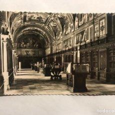 Postales - EL ESCORIAL (Madrid) Postal No.38, Monasterio. Biblioteca. Dorotea Bravo. Foto G. Garrabella - 158169122