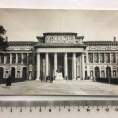 Postales - POSTAL. MADRID. MUSEO DEL PRADO. FACHADA PRINCIPAL. H. 1958?. - 160555262