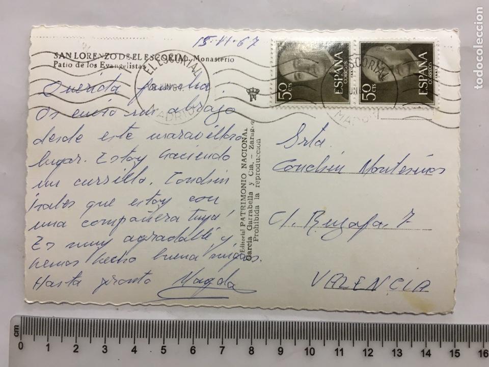 Postales: POSTAL. S. LORENZO DEL ESCORIAL. PATIO DE LOS EVANGELISTAS. EDIC. GARCÍA GARRABELLA Y CÍA. H. 1965?. - Foto 2 - 160592669