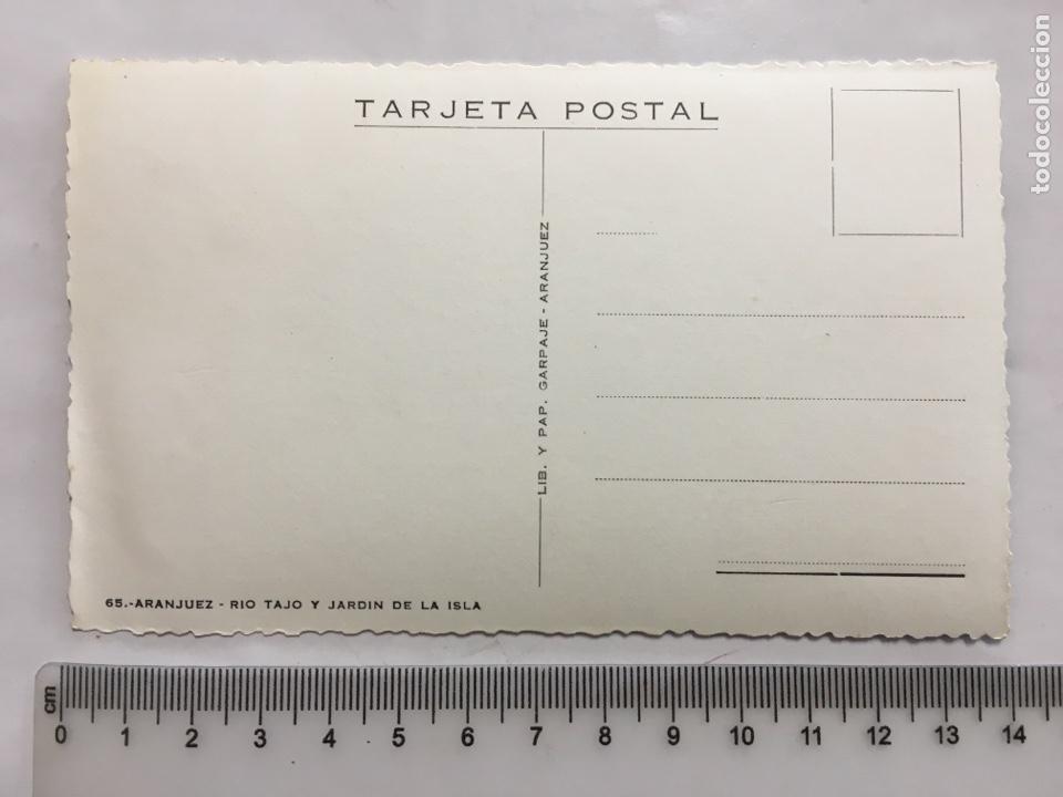 Postales: POSTAL. ARANJUEZ. RÍO TAJO Y JARDÍN DE LA ISLA. LIB. Y PAP. GARPAJE. H. 1958?. - Foto 2 - 160594196