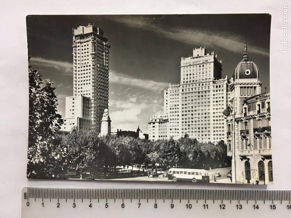 POSTAL. MADRID. PLAZA DE ESPAÑA. DOMÍNGUEZ. FOTO J CEBOLLERO. H. 1955?. (Postales - España - Madrid Moderna (desde 1940))