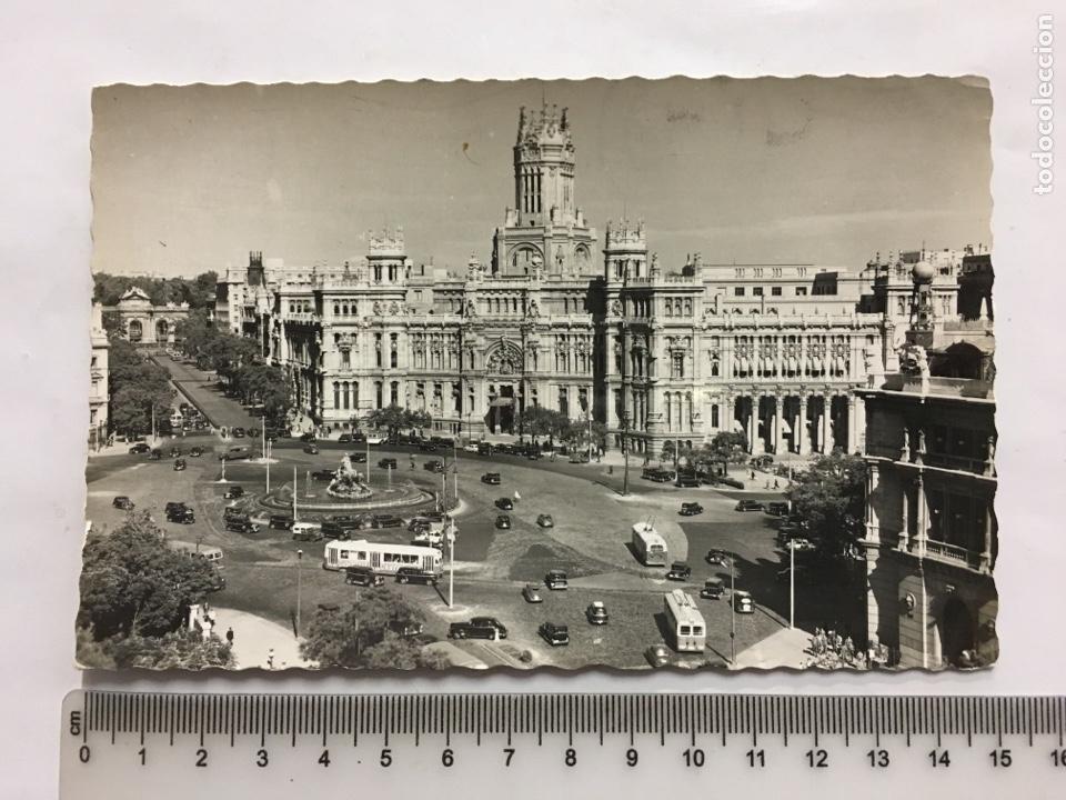 POSTAL. MADRID. PLAZA DE LA CIBELES Y PALACIO DE COMUNICACIONES. EDIC. GARCÍA GARRABELLA. H. 1955?. (Postales - España - Madrid Moderna (desde 1940))