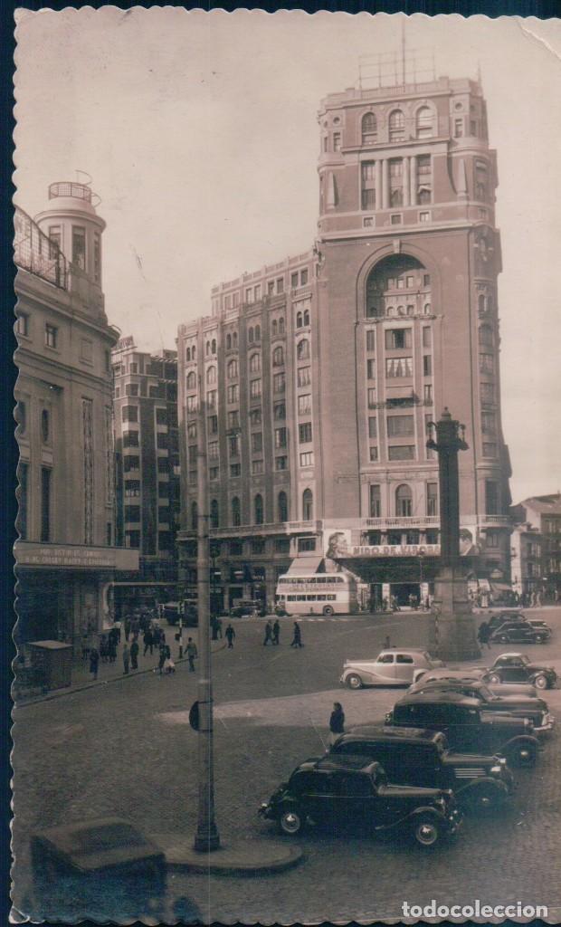 POSTAL MADRID 23 - PLAZA DEL CALLAO Y PALACIO DE LA PRENSA - F MOLINA - CIRCULADA - COCHES DE EPOCA (Postales - España - Comunidad de Madrid Antigua (hasta 1939))