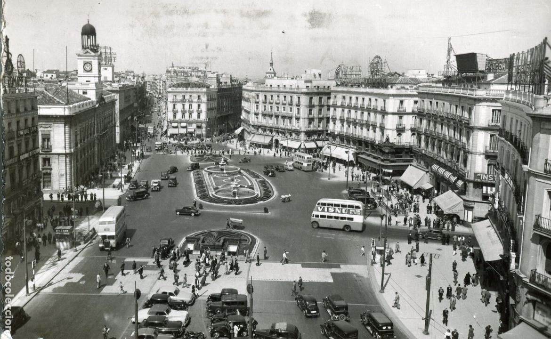 MADRID. PUERTA DEL SOL. AUTOBUSES DE DOS PISOS. GARCIA GARRABELLA. CIRCULADA. (Postales - España - Madrid Moderna (desde 1940))