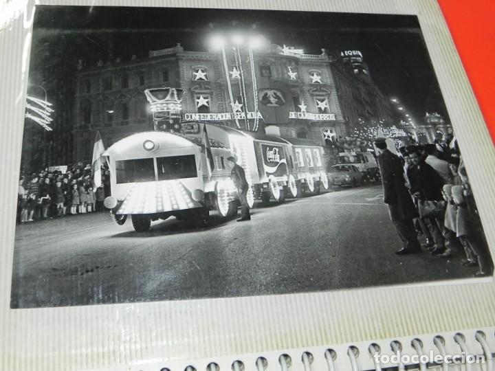 Postales: ALBUM CON 18 FOTOGRAFIAS DE LA CABALGATA DE REYES DE 1969 DE MADRID, CARROZAS DE COCA COLA, FANTA, D - Foto 2 - 171018052