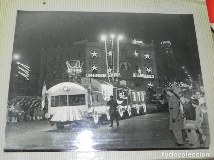Postales: ALBUM CON 18 FOTOGRAFIAS DE LA CABALGATA DE REYES DE 1969 DE MADRID, CARROZAS DE COCA COLA, FANTA, D - Foto 4 - 171018052