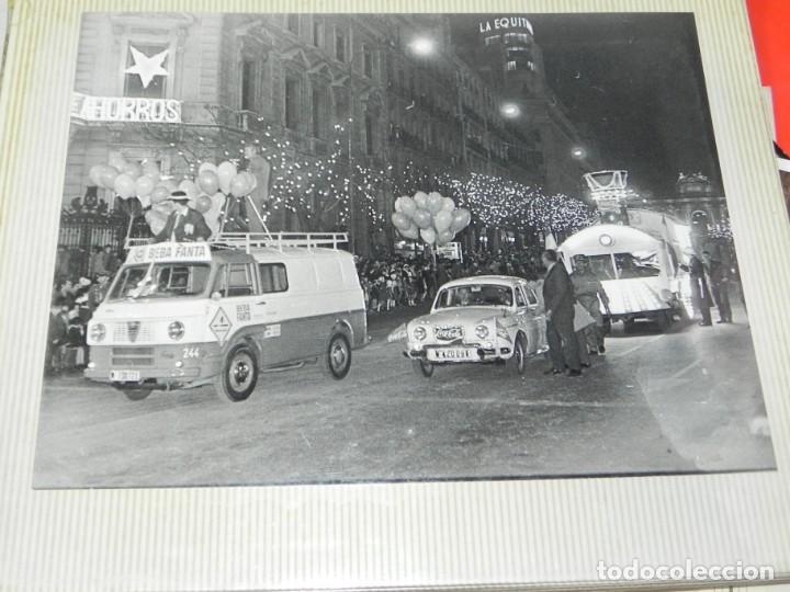 Postales: ALBUM CON 18 FOTOGRAFIAS DE LA CABALGATA DE REYES DE 1969 DE MADRID, CARROZAS DE COCA COLA, FANTA, D - Foto 7 - 171018052
