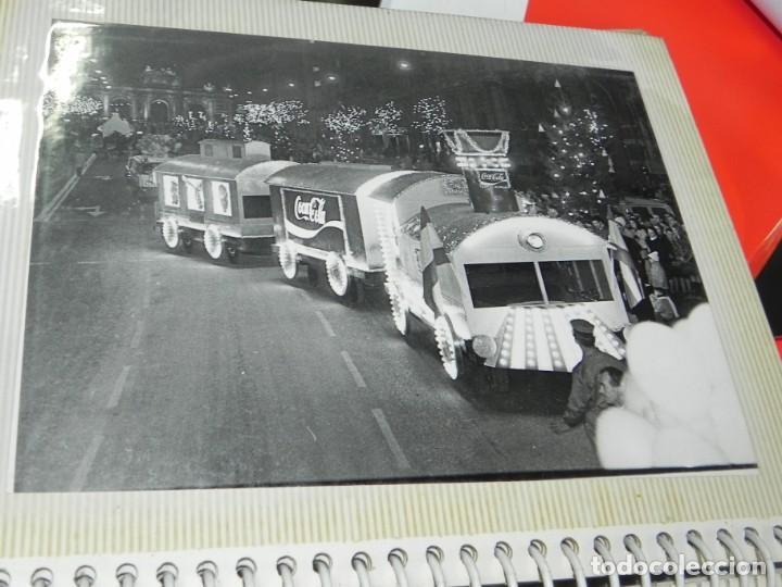 Postales: ALBUM CON 18 FOTOGRAFIAS DE LA CABALGATA DE REYES DE 1969 DE MADRID, CARROZAS DE COCA COLA, FANTA, D - Foto 10 - 171018052