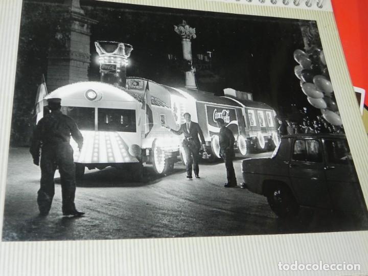 Postales: ALBUM CON 18 FOTOGRAFIAS DE LA CABALGATA DE REYES DE 1969 DE MADRID, CARROZAS DE COCA COLA, FANTA, D - Foto 11 - 171018052