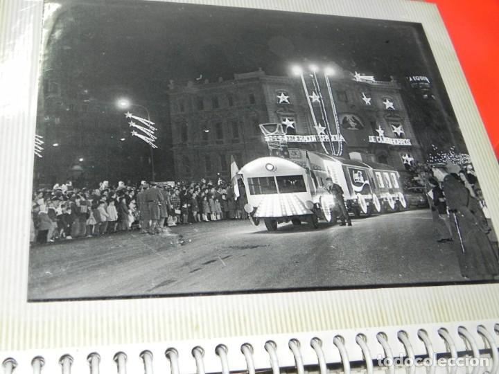 Postales: ALBUM CON 18 FOTOGRAFIAS DE LA CABALGATA DE REYES DE 1969 DE MADRID, CARROZAS DE COCA COLA, FANTA, D - Foto 12 - 171018052