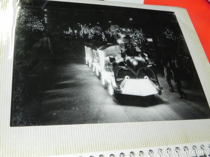 Postales: ALBUM CON 18 FOTOGRAFIAS DE LA CABALGATA DE REYES DE 1969 DE MADRID, CARROZAS DE COCA COLA, FANTA, D - Foto 14 - 171018052
