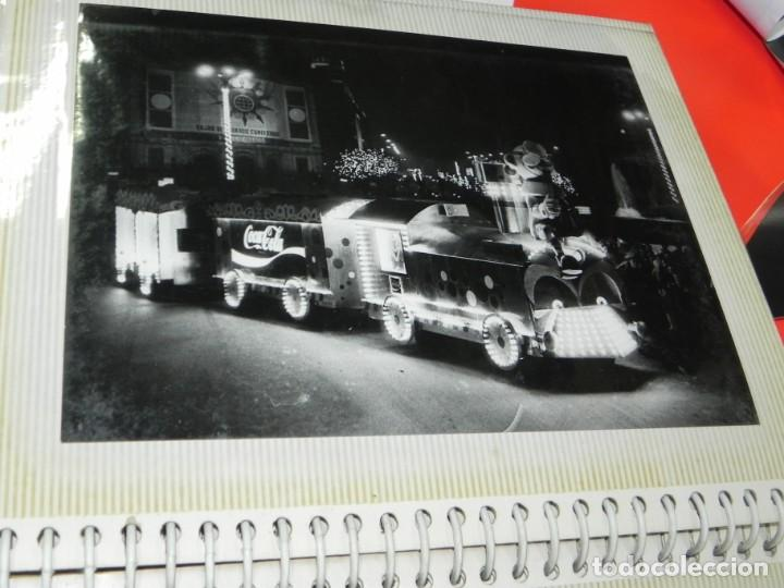 Postales: ALBUM CON 18 FOTOGRAFIAS DE LA CABALGATA DE REYES DE 1969 DE MADRID, CARROZAS DE COCA COLA, FANTA, D - Foto 16 - 171018052