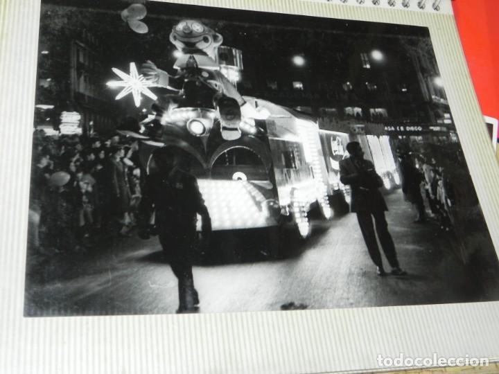 Postales: ALBUM CON 18 FOTOGRAFIAS DE LA CABALGATA DE REYES DE 1969 DE MADRID, CARROZAS DE COCA COLA, FANTA, D - Foto 17 - 171018052