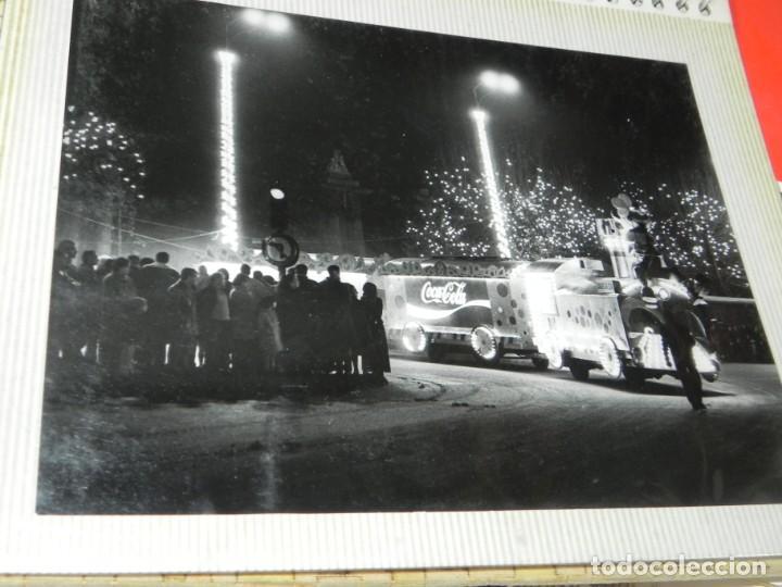 Postales: ALBUM CON 18 FOTOGRAFIAS DE LA CABALGATA DE REYES DE 1969 DE MADRID, CARROZAS DE COCA COLA, FANTA, D - Foto 19 - 171018052
