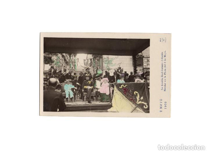 MADRID.- LA FAMILIA REAL DURANTE EL DESFILE ESCOLAR EN LA PLAZA DEL 2 DE MAYO. (Postales - España - Comunidad de Madrid Antigua (hasta 1939))
