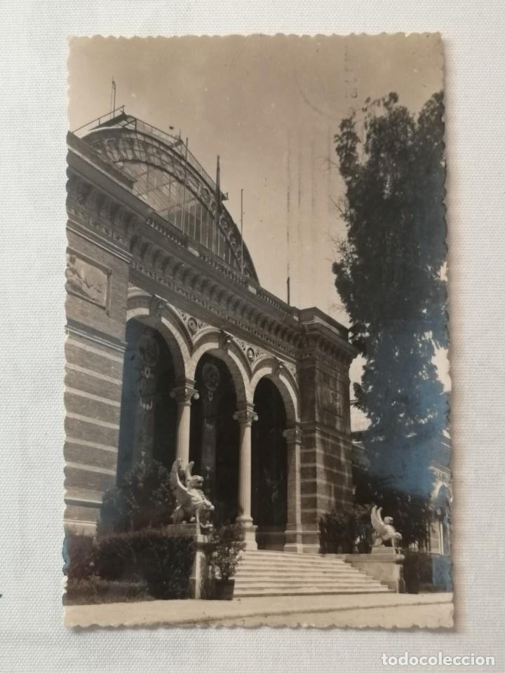 POSTAL DE MADRID.PUERTA DE ENTRADA AL PALACIO DE EXPOSICIONES DEL RETIRO.AÑO 1951. (Postales - España - Madrid Moderna (desde 1940))