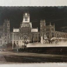 Postales: POSTAL DE MADRID.ASPECTO NOCTURNO DEL PALACIO DE COMUNICACIONES.AÑO 1958.. Lote 177842882