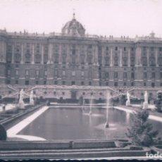 Postales: POSTAL DE MADRID - PALACIO Y NUEVOS JARDINES. 50 DOMÍNGUEZ. Lote 179327168