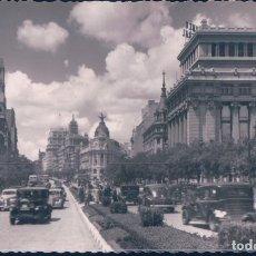 Cartes Postales: POSTAL MADRID - CALLE DE ALCALA - VISTA PARCIAL - GARRABELLA - ESCRITA - COCHES EPOCA. Lote 179382271