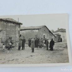 Postales: ANTIGUA FOTOGRAFIA DE ROBLEDO DE CHAVALE (MADRID) 1932, MIDE 9 X 6,5 CMS. VER LA FOTO DEL REVERSO. Lote 180084020