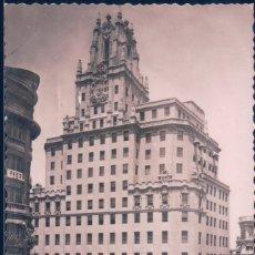 Postales: POSTAL MADRID - LA TELEFONICA - MOLINA - 6 - CIRCULADA - COCHES EPOCA. Lote 180328382