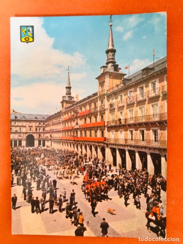 MADRID PLAZA MAYOR DESFILE POSTAL MADRID N. 97 DOMINGUEZ EDICIONES BARCELONA SIN CIRCULAR (Postales - España - Madrid Moderna (desde 1940))
