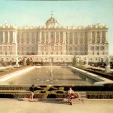 Postales: MADRID. 15 FACHADA NORTE DEL PALACIO REAL. GARCÍA GARRABELLA. USADA. COLOR. Lote 183295335