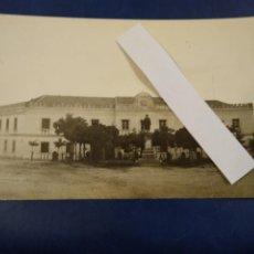 Postales: POSTAL FOTIGRAFICA. VALDEMORO. CASA CUARTEL DE LA GUARDIA CIVIL. GUARDIAS JOVENES. MADRID.. Lote 185880315