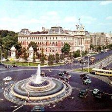 Cartes Postales: MADRID. 134 FUENTE DE LA PLAZA DEL EMPERADOR CARLOS V. ESCUDO DE ORO. USADA CON SELLO. COLOR. Lote 194172240