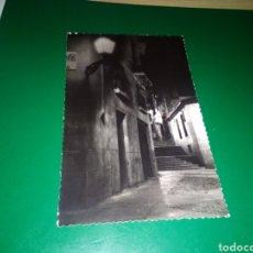 Postales: ANTIGUA FOTO DE UNA CALLE DE MADRID SIN IDENTIFICAR DE LOS AÑOS 50. DE UNA COLECCIÓN PERSONAL. Lote 194223398