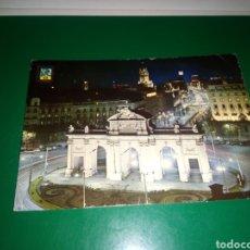 Postales: ANTIGUA POSTAL DE MADRID. PUERTA DE ALCALÁ. AÑOS 60. Lote 194235038