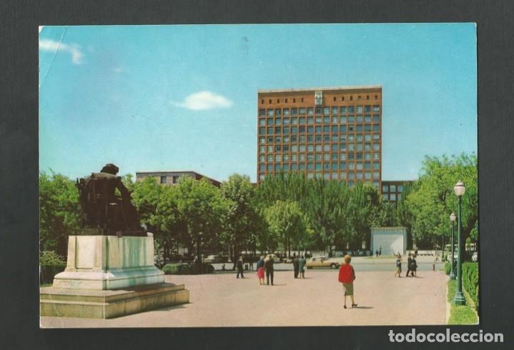 POSTAL CIRCULADA - MADRID 203 - MONUMENTO A VELAZQUEZ Y EDIFICIO SINDICATOS - EDITA BEASCOA (Postales - España - Madrid Moderna (desde 1940))