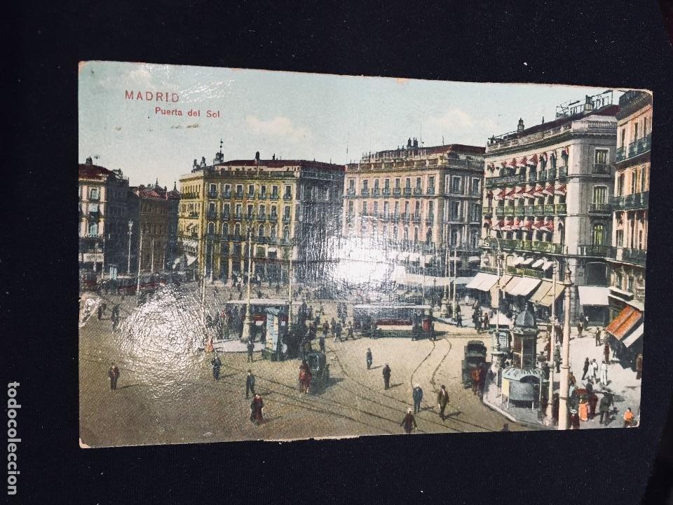 POSTAL COLOREADA MADRID PUERTA DEL SOL TRASERA RASGADA (Postales - España - Comunidad de Madrid Antigua (hasta 1939))