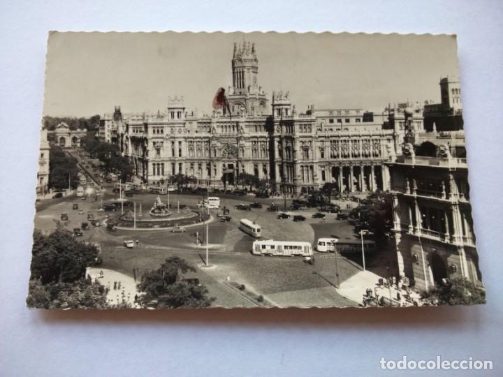POSTAL -- MADRID - PLAZA DE CIBELES Y PALACIO DE COMUNICACIONES -- CIRCULADA -- (Postales - España - Madrid Moderna (desde 1940))