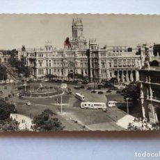 Postales: POSTAL -- MADRID - PLAZA DE CIBELES Y PALACIO DE COMUNICACIONES -- CIRCULADA --. Lote 194862992