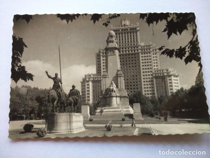 POSTAL -- MADRID - PLAZA DE ESPAÑA Y MONUMENTO A CERVANTES -- ESCRITA -- (Postales - España - Madrid Moderna (desde 1940))