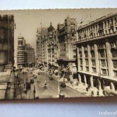 Postales: POSTAL -- MADRID - AVENIDA DE JOSE ANTONIO -- CIRCULADA -- . Lote 194863195