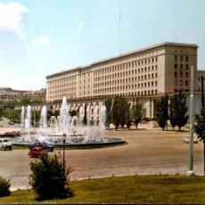 Postales: MADRID. 20 PLAZA DE SAN JUAN DE LA CRUZ. NUEVOS MINISTERIOS. ESCUDO DE ORO. USADA CON SELLO. COLOR. Lote 194872478