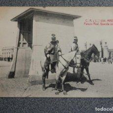 Postales: MADRID PALACIO REAL - GUARDIA EXTERIOR POSTAL ANTIGUA. Lote 194916040